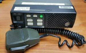 ERICSSON GE COMMUNICATIONS AXATR-200-A5 TWO WAY RADIO WITH MICROPHONE