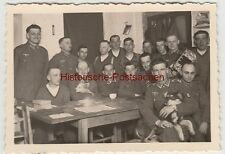 (f9868) Orig. Photo German Soldiers with dogs in the writing Tube 1940er