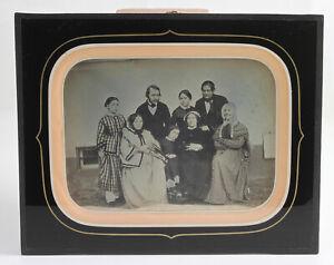DAGUERREOTYPE en format demi plaque Famille de 8 personnes France Vers 1855