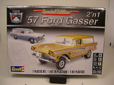 1957 FORD STATION WAGON 1:25 SCALE REVELL 2n1 PLASTIC CAR KIT