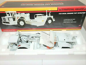 "First Gear 79-0184 International 433 Pay Scraper ""DEMO WHITE"" 1:25 ""NEW"""