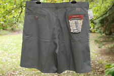 New LEE Mens Loose Fit Pleated Shorts Olive Green Tag Size 38 NWT