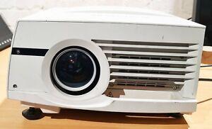 Mitsubishi WL6700U WL6700 Projector, HD 720P 5000 LUMENS - Read !