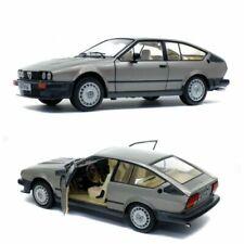 Voitures miniatures gris Alfa Romeo