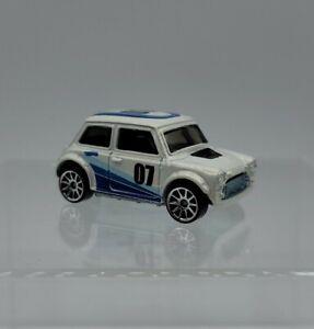2007 Hot Wheels White Morris Mini Pop-offs Cooper NEW