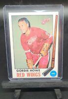 GORDIE HOWE w/ Stamp 1969-70 Topps Chewing Gum Hockey Card #61 Detroit Red Wings
