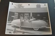 Vintage Photo Pretty Girl & Men w/ RARE 1948 Davis Divan 3 Wheel Car 892015