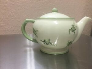 ceramic teapot with Frog Motif, excellent condition