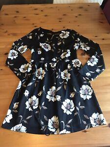 Glamorous Petite Size 10 Black White Floral Mini Dress Cutout Back Long Sleeves