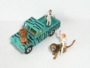 Corgi Gift Set 7 Daktari Land Rover w/Figures & Animals *original*