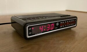 Vintage GE Digital Alarm Clock Radio - [Model 7-4612A] (Tested / Cleaned)