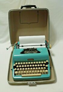 1950s Teal BLUE Royal Quiet Deluxe Typewriter Key Portable Case Vtg Retro NICE