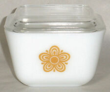 PYREX 501   Butterfly Gold   1.5 C Refrigerator Dish with Lid