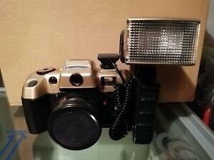 Fotoaparat Comonmatic mit Film und Blitzlicht