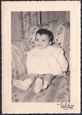 YZ0731 Bimba sul divano - Fotografia d'epoca - old photo - Saglimbene - Torino
