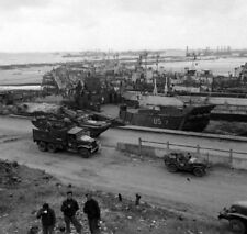 WW2  Photo WWII Omaha Beach June 1944 D-Day Normandy France World War Two / 1594