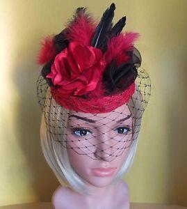 Fascinator Pillbox Headpiece Spitze schwarz rot Schleier Feder Blume Hutgummi