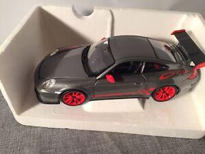 Porsche 911 GT3 RS von Bburago in 1:18