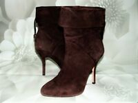 JOAN & DAVID Dahonoria Suede Leather Ankle Boots Heels SIZE 9 M BROWN