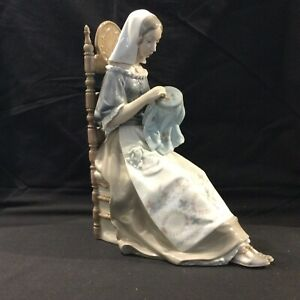"""LLADRO """"EMBROIDERER"""" #4865 MEDIEVAL EMBROIDERER  MINT VERY RARE"""