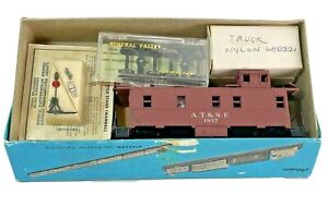 HO Vintage Athearn A.T. & S.F. Caboose Kit 1957 with Extra Grab Box of Extras