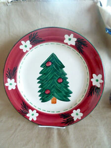 "Pier 1  Italy Huge Platter w/ Christmas Tree      15 1/4"" D   Retail  $50"