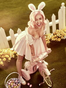 V8576 Miley Cyrus Easter Cleavage Big Tits Pop Music Singer WALL POSTER PRINT AU