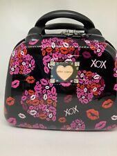 Betsey Johnson Travel Cosmetic Case - Lips/XOXO - Black/Pink