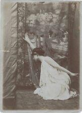 Photographie photo femme Lardy Essonne pour Anna Sedillot atelier tirage époque