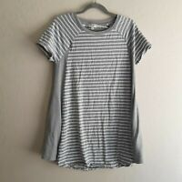 Umgee Striped Gray White Tunic Top With Pockets Women's Size S Short Sleeve Top