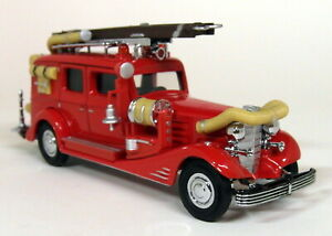 Matchbox Yesteryear - YFE03 1953 Cadillac Fire Wagon Diecast model Car / Truck