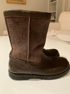 UGG Boots Riverton Brown Suede Leather Youth Size 5 Style 3296 Shearling