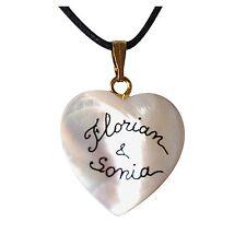 Collier coeur nacre personnalisé avec deux prénoms. Bijou pour les amoureux.
