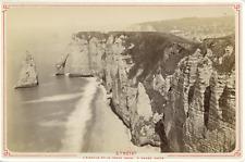 France, Étretat, l'Aiguille et la porte d'Aval à marée haute, vue pano