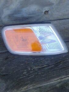 1994-1997 Honda Accord Right Turn Signal Marker Light H02551109