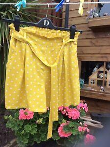 Ladies Mustard Spot Summer Shorts Size 10