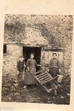 BD829 Carte Photo vintage card RPPC Femme woman ferme enfants animaux charrette