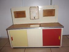 Ancien meuble de cuisine pour enfant