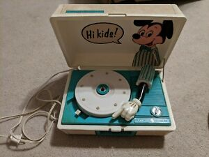 VINTAGE MICKEY MOUSE RECORD PLAYER.