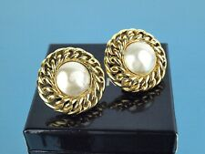 Authentic CHANEL Gold Tone Clip-on Earrings Ear Ring with Pearl France Vintage