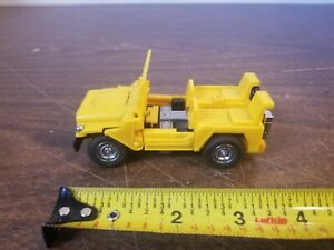 Vintage DAH YANG TOYS Yellow Jeep Truck Knock Off Hound Transformer