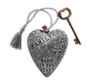 Family Art Heart, key easel, There is no friend like a sister, key easel