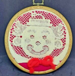 """AWESOME Antique Vintage White Needle Net Lace Smiling """"CLOWN FACE"""" Doily 5 3/4"""""""
