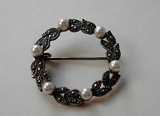 Signed 925 A STERLING SILVER Pearl & Marcasite Stones WREATH Shaped BROOCH Pin