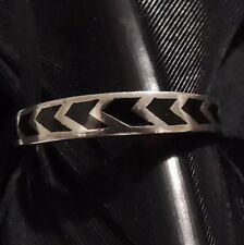 SWEET DAINTY BLACK ENAMEL CHEVRON DESIGN RING BAND SIZE 7