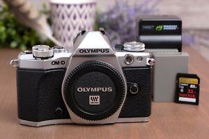 Olympus OM-D E-M5 Mark II Mirrorless Micro 4/3 Camera (Body) w/Batteries & Chrgr