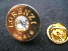 Pinsfolies * Pin's Badge Moulage d'art Lorenzi Paris avec pierre brillant
