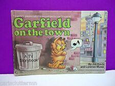 Children's Book Garfield on the Town by Jim Davis 1983 Hardcover Weekly Reader