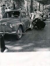 Automobile c. 1950 - 4 CV RENAULT - DIV554