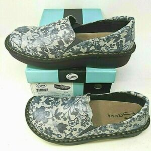 Ducky Nursing Shoe by Savvy, Women's, Color: Silver Floral